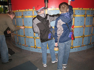 Rotating valves to direct air currents that move balls, at Portland Oregon OMSI..