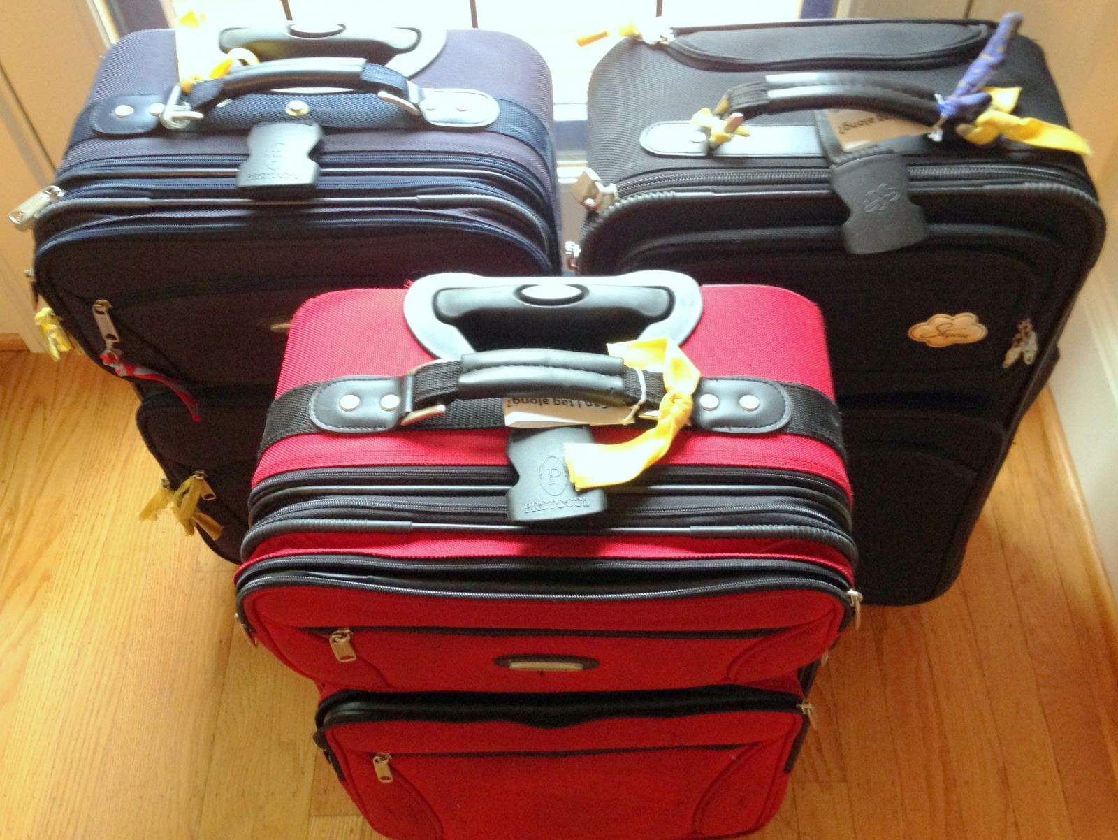 family luggage markers to buy diy ideas to always spot your bags. Black Bedroom Furniture Sets. Home Design Ideas